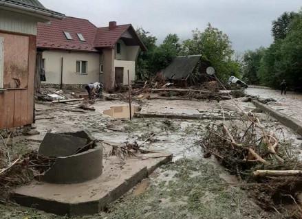 Мешканці Ланчина нарікають на несправедливий розподіл допомоги після паводку