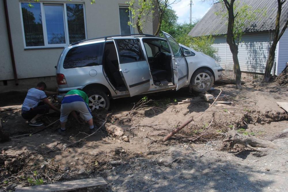 Повінь знищила майже все: Родина з Ланчина досі оговтується від біди ФОТОРЕПОРТАЖ